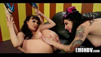 lesbians emo tongue Fabienne la chienne