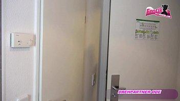 treibt eigener es mit mutter tochter Amateur couple swap foursome same room