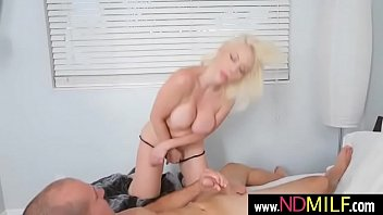 lion sunny new 2016 Ebony fingers her pussy and spread ifriends