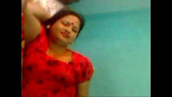 indian aunty slim Llora cuando le rompe el culo
