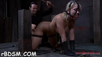 get alyssa creampied6 hart Hottie curves in a funny mask and scratches muff